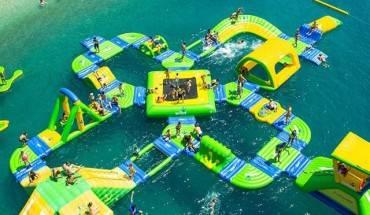 Khu vui chơi trên biển Sealife có tổng diện tích mặt nước 5.000m2 thuộc xã Cam Hải Đông, huyện Cam Lâm, tỉnh Khánh Hòa, nằm trong vùng biển đẹp có bãi cát mịn, nước biển trong xanh tại Bãi Dài.