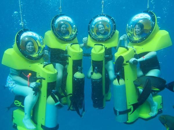 Motor driving là hình thức lái mô tô dưới đáy biển còn đem đến cho các du khách cảm giác thích thú về sự đa dạng của thế giới thủy sinh vật ngay lòng đại dương