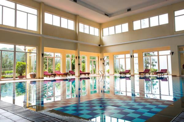 Được thiết kế với kiến trúc độc đáo, bể bơi nước nóng tại Victoria Sapa Resort & Spa sẽ mang lại cho du khách cảm giác thư giãn tuyệt vời.