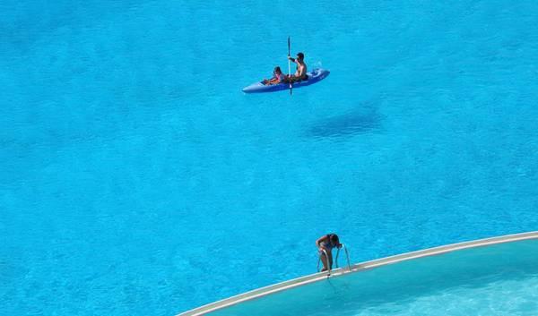 Bể bơi này dài 1.013 m và chỗ sâu nhất là 3,5 m. Ảnh: Whenonearth.