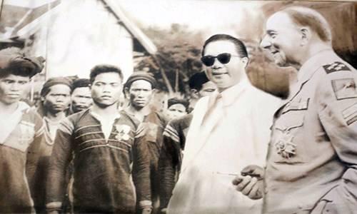 Quốc trưởng Bảo Đại trong chuyến thị sát Hoàng triều năm 1950. Ảnh lưu giữ tại Dinh I