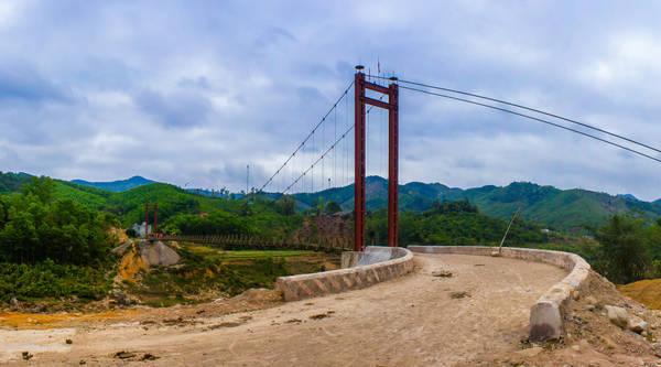 Đường dẫn vào một cây cầu treo ở Bình Liêu. Ảnh: Kant nguyễn/flickr
