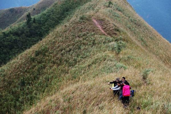 Với cấu trúc địa hình đa dạng của miền núi cao thuộc cánh cung Đông Triều – Móng Cái nên Bình Liêu được thiên nhiên ưu đãi nhiều cảnh quan tươi đẹp.Ảnh: FBBinh Lieu Travel Guide