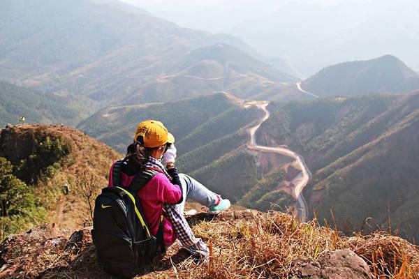 Bình Liêu cách trung tâm thành phố Hạ Long hơn 100km về phía Đông Bắc, là một huyện miền núi gần biên giới. Ảnh: Binhlieu.com