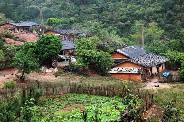 Bình Liêu là một huyện lưu giữ nhiều giá trị văn hóa lâu đời, với ngôi làng, bản đẹp cổ kính từ ngôi nhà đất từ xưa được ví như phố cổ Hội An xứ Bắc Kỳ.Ảnh: FBBinh Lieu Travel Guide