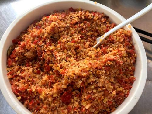 Muối ớt - loại gia vị dùng để chấm chính của bún Xiêm Lo. Ảnh: Thiên Chương