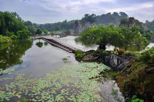 Hồ Long Ẩnxinh đẹp tựa tiên cảnh. Ảnh: Viajesindestino
