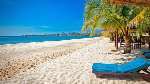 Biển Shihanoukville tuyệt đẹp với làn nước biển trong vắt và bãi cát trắng mịn