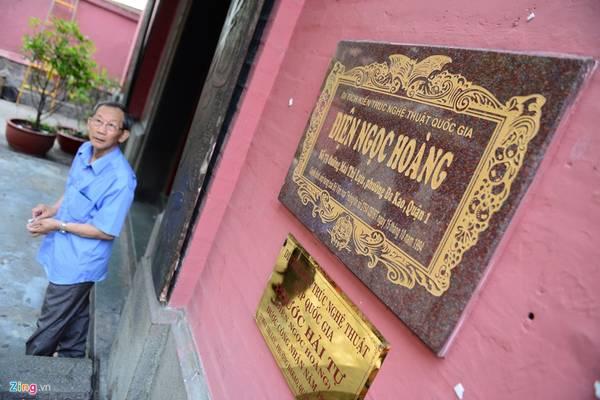 Ngôi chùa toạ lạc ở số 73 Mai Thị Lựu, phường Đa Kao, quận 1 (TP HCM). Bên trong vẫn còn giữ nhiều liễn đối, tranh thờ, bao lam, hương án. Đây là ngôi chùa duy nhất ở Việt Nam có những bức tượng cổ bằng giấy bồi thể hiện các cuộc họp mặt của các vị thần thánh về chầu Ngọc Hoàng. Vào năm 1994, nơi đây được công nhận là di sản kiến trúc nghệ thuật cấp quốc gia.