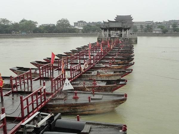 Vào năm 1638, cầu bị cháy và hư hỏng nặng. Cầu Quảng Tế đã phải trải qua năm lần sửa chữa lớn. Trong đó lần nặng nhất là 4 năm sau khi công trình hoàn thành, một cơn lũ đã làm cầu sụp đổ.