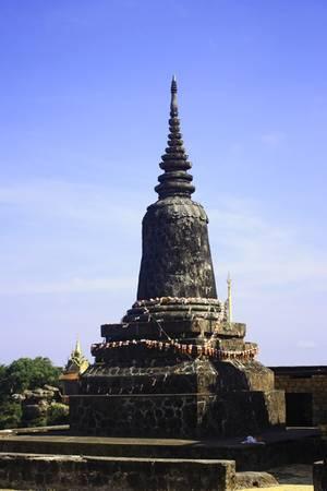 Đặt chân đến cao nguyên Bokor, du khách sẽ được thoát khỏi cảnh ồn ào náo nhiệt của phố xá tấp nập, hòa mình vào không gian bao la với cây xanh và gió mát, mây núi bồng bềnh bên cạnh những tòa tháp đầy huyền bí.