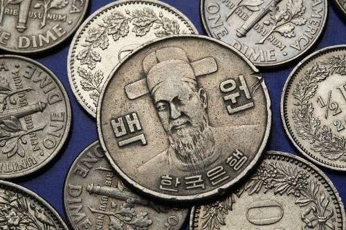 Đồng tiền xu Hàn Quốc khắc họa hình ảnh một vị tướng hải quân. Ảnh: blog.continentalcurrency