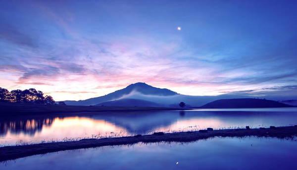 Suối Vàng Đà Lạt đầu hè huyền ảo trong màn mây buổi sớm - Ảnh: Cao Cát