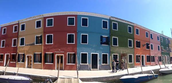 Những căn nhà sắc màu nổi tiếng ở Venice (Italy).