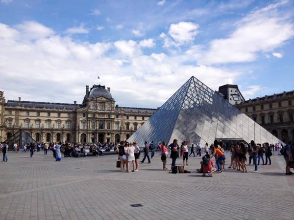 Bảo tàng Louvre (Pháp).
