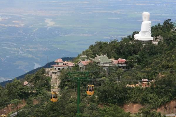 Tượng Phật ngồi ở chùa Linh Ứng. Ảnh: ST