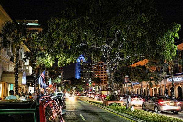 Đại lộ Las Olas ở Fort Lauderdale luôn tấp nập du khách khi đêm xuống - Ảnh: ettractions