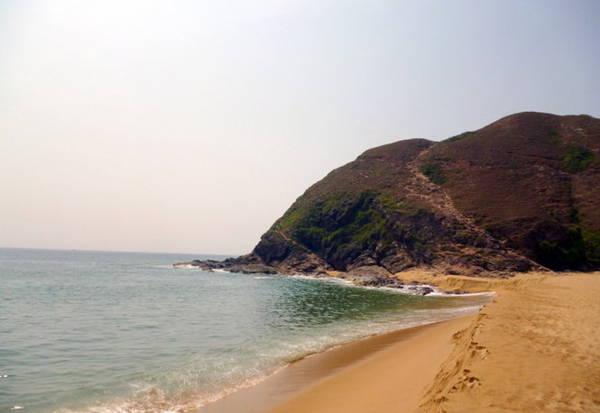 Ghềnh đá Hoài Hải, một phần, nhìn từ xa, khi vừa đặt chân đến - Ảnh: Nguyễn Thành Giang