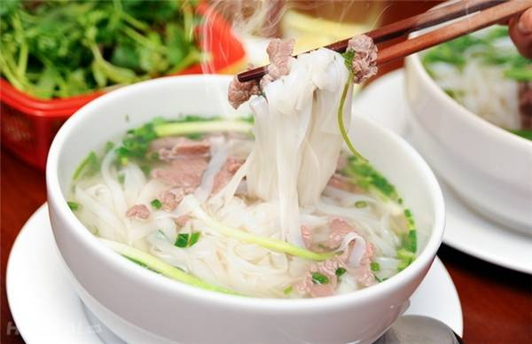 goi-ten-36-pho-phuong-qua-nhung-mon-an-ngon-than-sau-ivivu-1