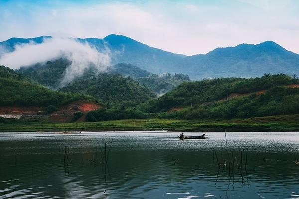 Nên thơ, quyến rũ, Tà Đùng khiến người ta mê mẩn khi cảnh đẹp thiên nhiên hòa quyện vào nhau.