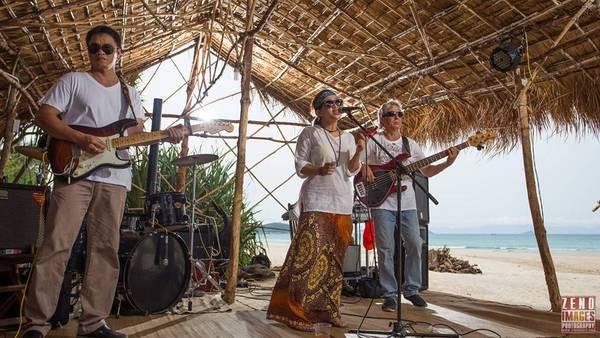 Âm nhạc ở Jungle Beach lúc nào cũng rộn ràng. Ảnh: Zeno