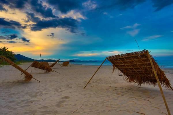 Bạn có thể nằm ườn trên cát. Ảnh: Philip John Deans