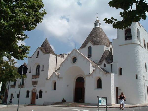 Nhà thờ Saint Anthony ở Alberobello - Ảnh: alberobellotrulli.com