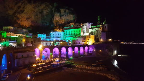 Atrali huyền ảo trong đêm - Ảnh: panoramio