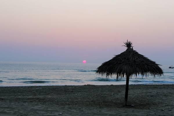Đêm nghe tiếng sóng vỗ mơn man bờ cát, sáng ngắm bình minh trên biển Kỳ Co, để hưởng trọn vẹn vẻ đẹp hoang sơ của nơi này.
