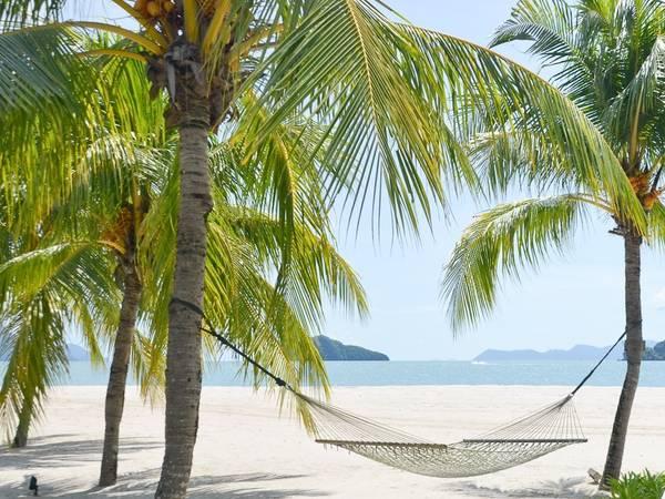 Langkawi gồm 99 đảo, thiên nhiên hoang sơ và hệ sinh thái, đặc điểm địa chất hiếm gặp trên đất liền của Malaysia.