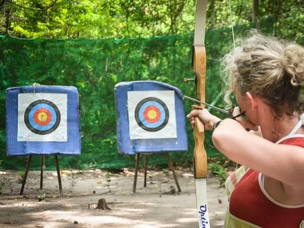 Môn bắn cung đang trở thành một trào lưu nhỏ ở Langkawi, khi các khu nghỉ dưỡng xây dựng chỗ tập bắn phục vụ du khách.