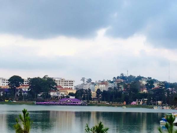 Hồ Xuân Hương lúc về chiều.