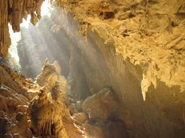 Hang Mỏ Luông có 4 động chính với độ sâu khoảng 500 m.