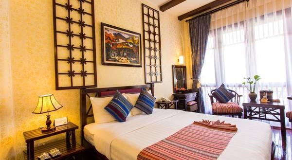 Phòng nghỉ được trang trí tinh tế, làm nổi bật văn hóa địa phương.