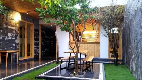 Tách biệt khỏi phố xá ồn ào, Minh House trả lại cho bạn một bầu không khí trong lành, bình yên.