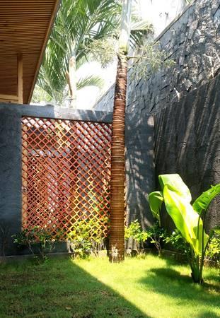 Ngoài khu vườn chung phía trước, mỗi căn hộ đều có một khoảng vườn nhỏ riêng tư phía sau.