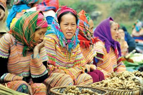 Góc bán đồ nông sản của người Hmông Hoa ở chợ Cán Cấu