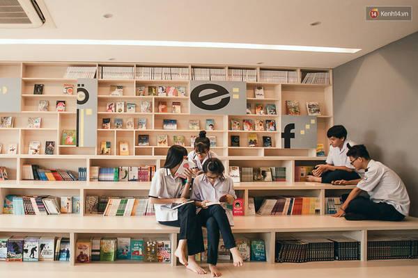 Các bạn có thể đến tìm cho mình một quyển sách hoặc quyển truyện ưng ý và ngồi đây đọc cả ngày.