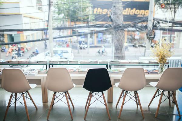 Nơi đây cơ cực nhiều những không gian mở tuyệt đẹp cứ ngỡ là bước vào một tiệm cà phê sách nào đó.