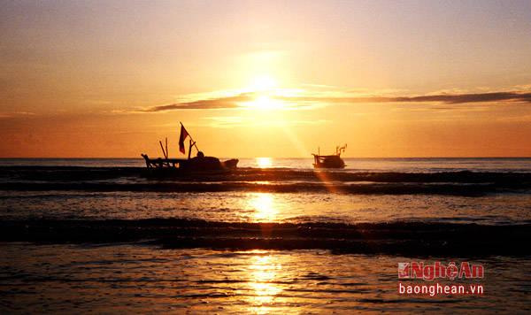 Bình minh trên biển Diễn Thành. (Ảnh: Sách Nguyễn)
