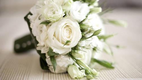 Ở Hàn Quốc, các ngày 14 hàng tháng đều là ngày lễ tình yêu. Trong đó, Kiss Day (tháng 6) và Hug Day (tháng 12) là ngày các đôi cùng trao cho nhau những nụ hôn và cái ôm ngọt ngào. 14/1 là ngày nhật ký, khi mọi người chia sẻ với nhau những dòng nhật ký thú vị. Ngoài ra, vào ngày hoa hồng (tháng 5), những người yêu nhau sẽ cùng mặc đồ màu vàng và tặng nhau hoa hồng lãng mạn. Ngày duy nhất dành cho dân người