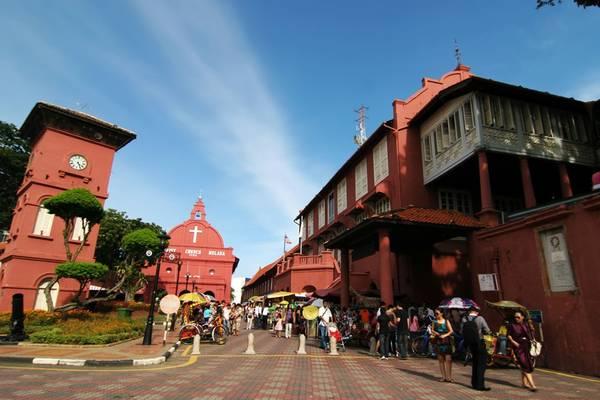 5. Khám phá địa danh lịch sử Malacca: Nơi đây từng là thuộc địa của các cường quốc phương Tây như Bồ Đào Nha, Hà Lan và Anh. Các địa danh nổi tiếng có thể kể đến như Red/Dutch Square, St. Paul's Hill, và A'Famosa Fort. Một số tòa nhà di tích có ảnh hưởng của văn hóa Peranakan, sự giao thoa của văn hóa Trung Quốc và Malaysia. Ảnh: Hype.