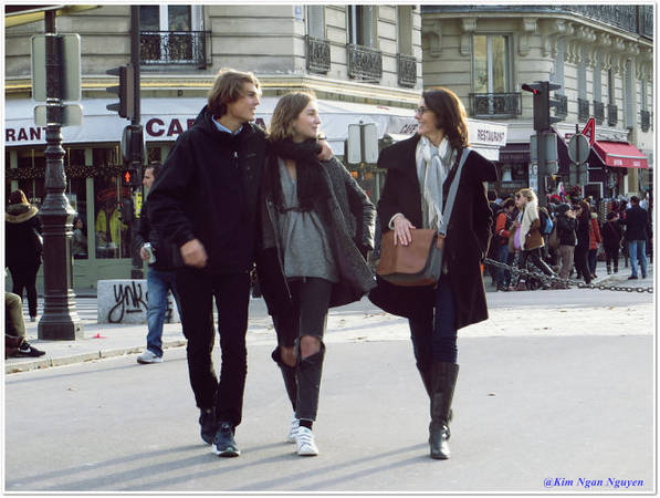Những nụ cười rạng rỡ của người Paris - Ảnh: Kim Ngân