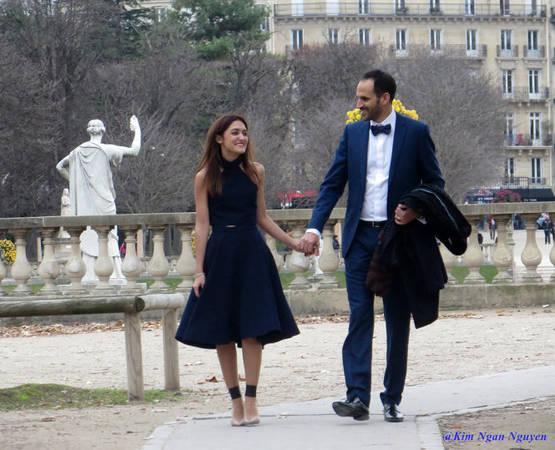 Đôi tình nhân dạo bước trong vườn Luxembourg - Ảnh: Kim Ngân