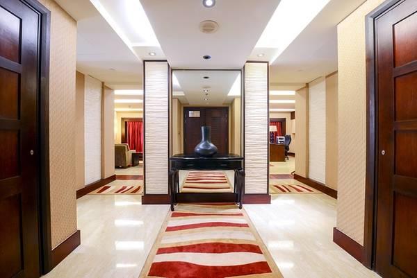 Sảnh chờ của căn phòng được thiết kế đơn giản, nhẹ nhàng tạo cảm giác thoải mái khi bước từ cửa vào.