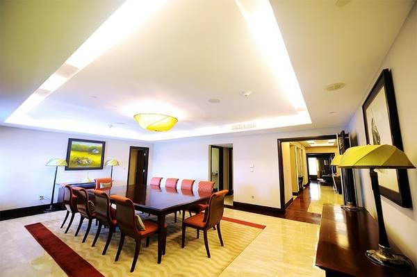 Phòng họp và cũng là phòng ăn khi cần thiết tuỳ vào nhu cầu sử dụng của khách.