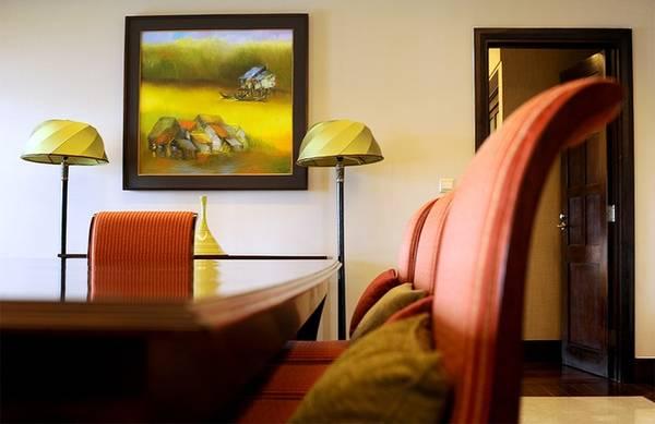 Decor rất đơn giản nhưng vẫn tạo cảm giác ấm cúng khi họp hoặc ăn uống trong phòng này.