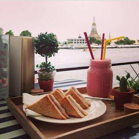 Menu ở Vivi cũng là một điểm sáng với khá nhiều món bánh ngọt hấp dẫn cùng nhiều lựa chọn thức uống khác nhau, vừa đủ để bạn có được một chiều thư thái tại Bangkok. Ảnh:vivi_coffeeplace