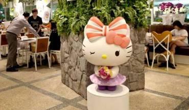 quan-ca-phe-hello-kitty-moi-toe-o-san-bay-singapore-ivivu-1