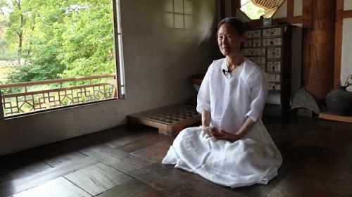Bà Hong Yongchee - chủ nhân của trà quán Seon Byeong-guk chính là một trong những điều tuyệt vời nhất nơi đây.